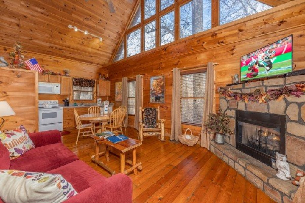 Photo of a Gatlinburg Cabin named Fallin' In Love - This is the second photo in the set.