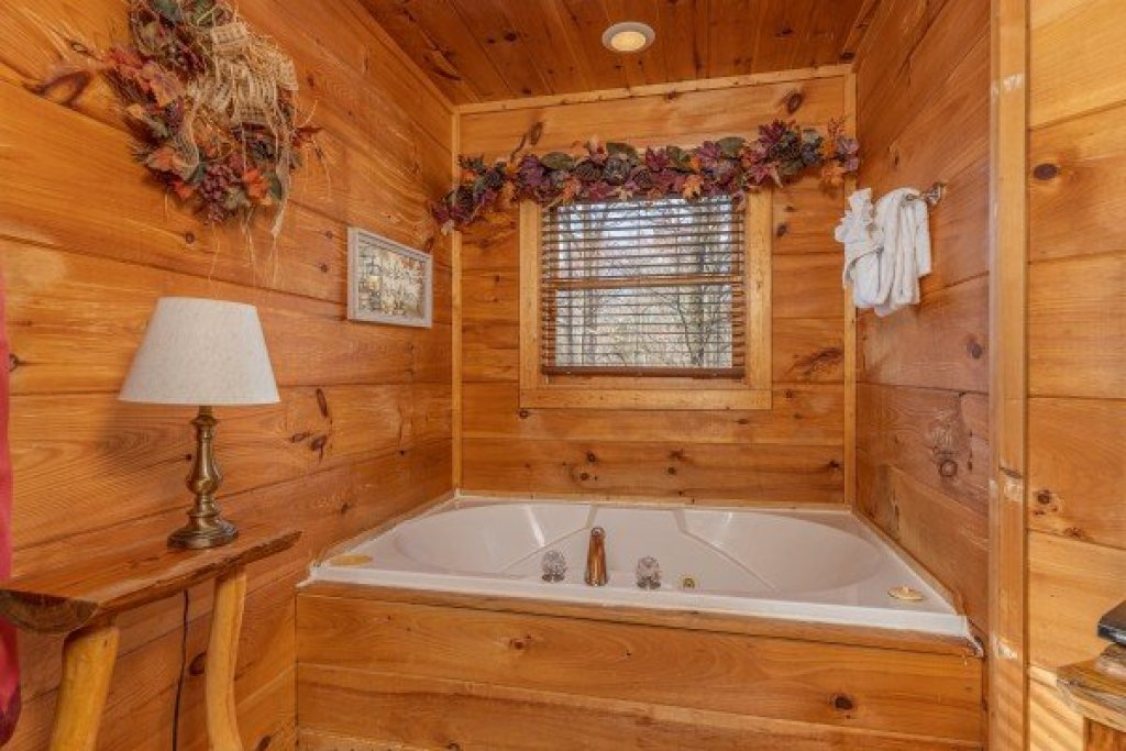 Photo of a Gatlinburg Cabin named Fallin' In Love - This is the eighth photo in the set.