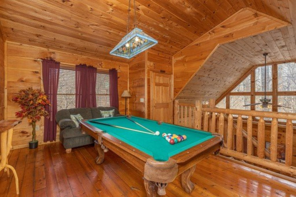 Photo of a Gatlinburg Cabin named Fallin' In Love - This is the thirteenth photo in the set.