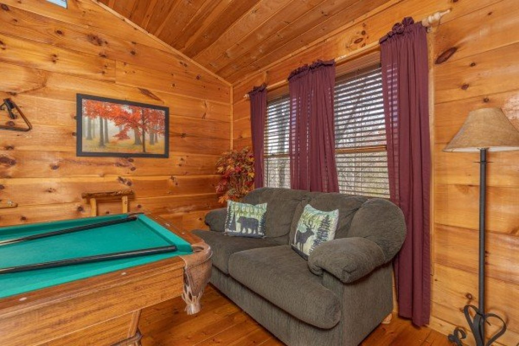 Photo of a Gatlinburg Cabin named Fallin' In Love - This is the fourteenth photo in the set.