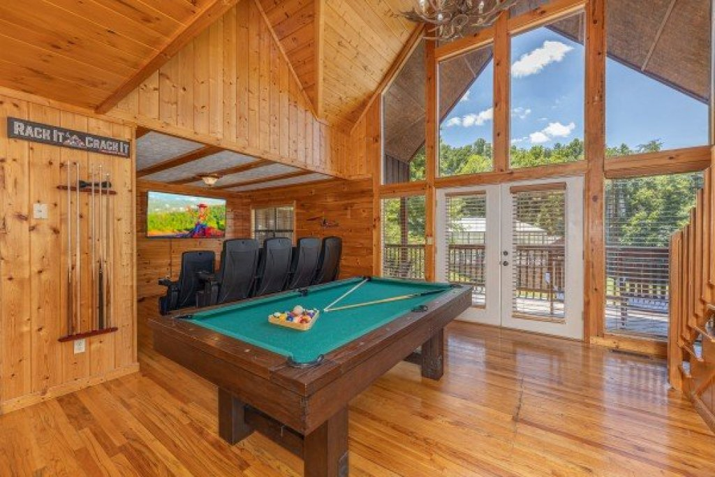Photo of a Pigeon Forge Cabin named Pool Side Lodge - This is the fourteenth photo in the set.