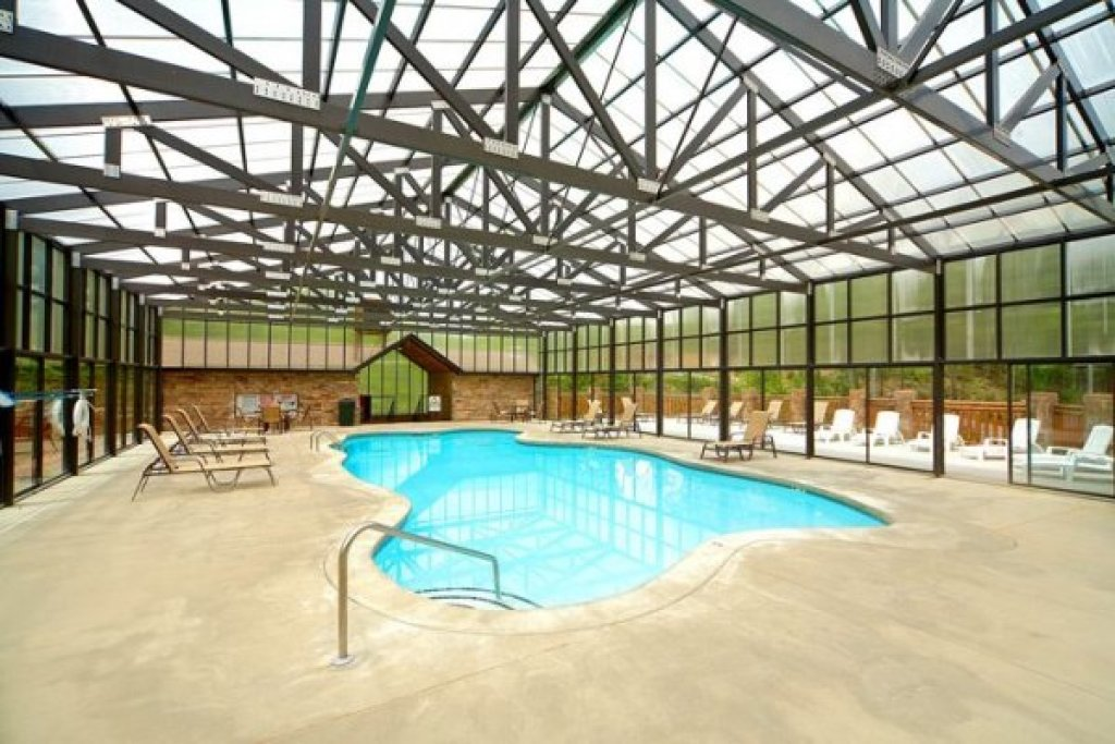 Photo of a Pigeon Forge Cabin named Pool Side Lodge - This is the thirty-sixth photo in the set.