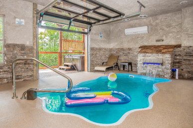 Free Attractions!  Pool Cabin Amazing Views. Space Needle Fireworks From Deck
