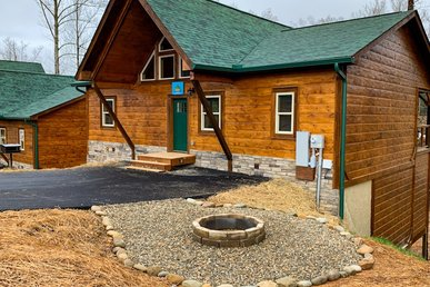 Free Tickets | Fire-pit, Pool Table, Multi-cade, Hot Tub, 1.5 Mi To Downtown