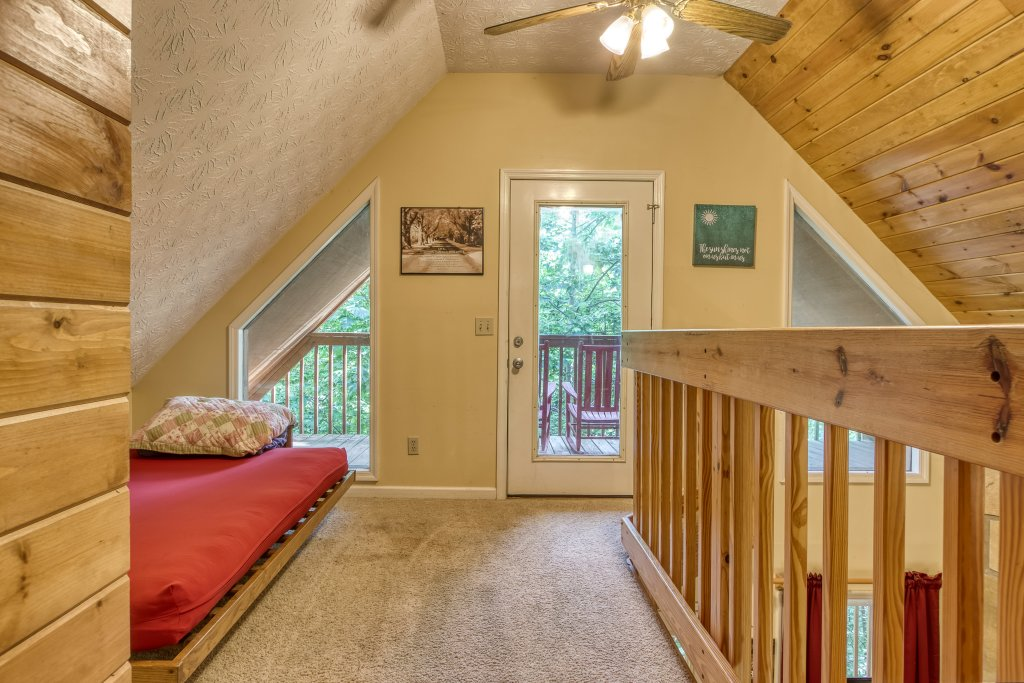 Photo of a Gatlinburg Cabin named Bear Run Getaway #1136 - This is the twenty-second photo in the set.