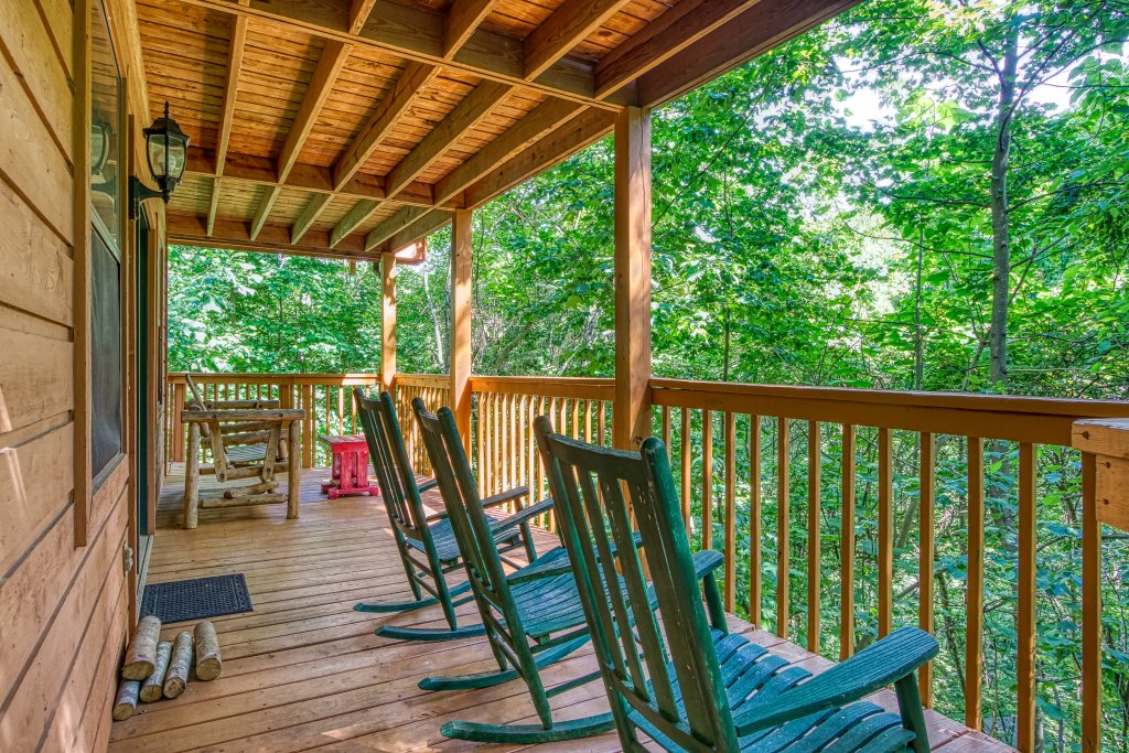 Photo of a Gatlinburg Cabin named Bear Run Getaway #1136 - This is the thirty-fourth photo in the set.