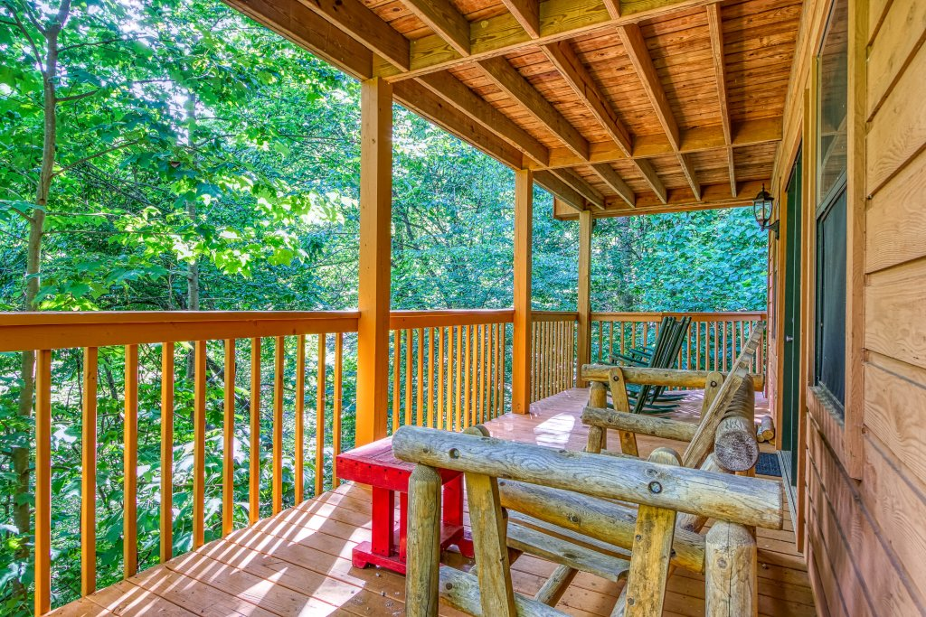 Photo of a Gatlinburg Cabin named Bear Run Getaway #1136 - This is the thirty-sixth photo in the set.