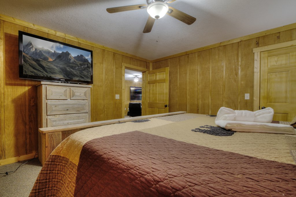 Photo of a Sevierville Cabin named Rocky Stream Lodge - This is the seventy-first photo in the set.
