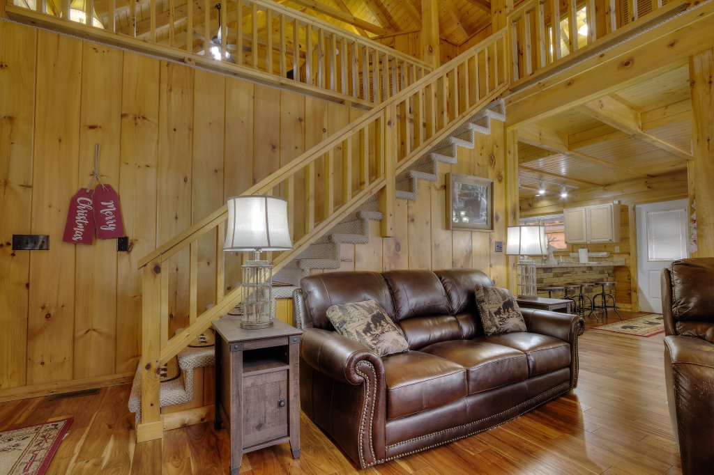Photo of a Sevierville Cabin named Rocky Stream Lodge - This is the sixty-fourth photo in the set.