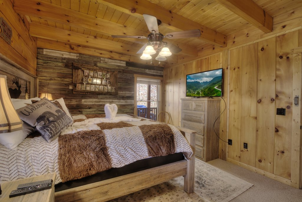 Photo of a Sevierville Cabin named Rocky Stream Lodge - This is the ninth photo in the set.
