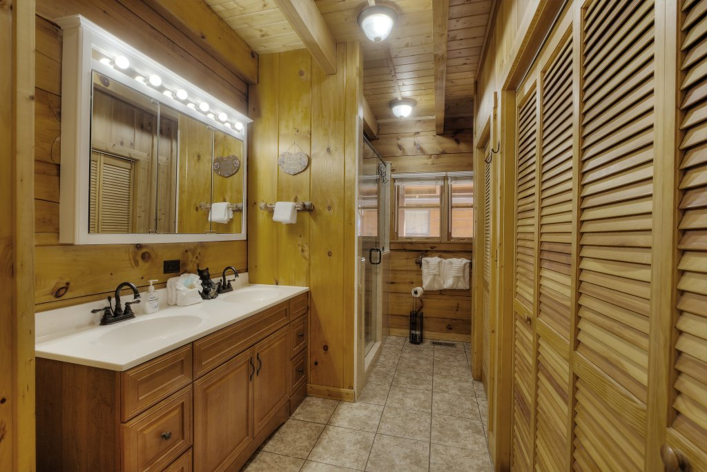 Photo of a Sevierville Cabin named Rocky Stream Lodge - This is the seventy-third photo in the set.