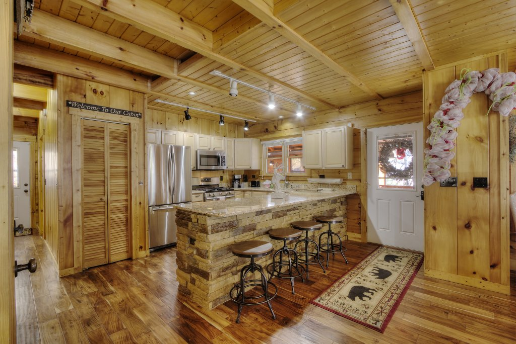 Photo of a Sevierville Cabin named Rocky Stream Lodge - This is the twenty-fourth photo in the set.