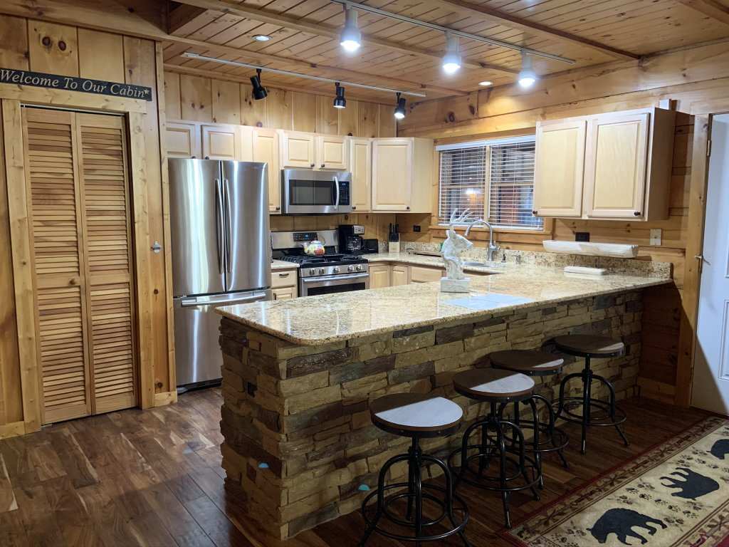 Photo of a Sevierville Cabin named Rocky Stream Lodge - This is the thirty-first photo in the set.