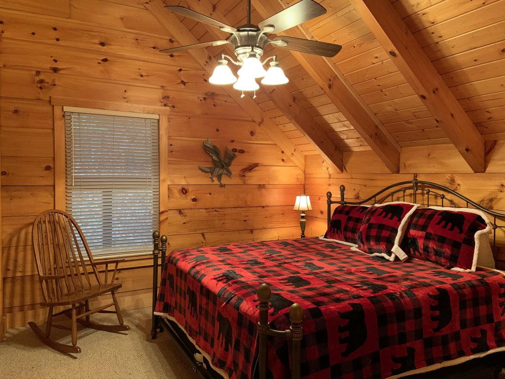 Photo of a Sevierville Cabin named Rocky Stream Lodge - This is the thirty-third photo in the set.