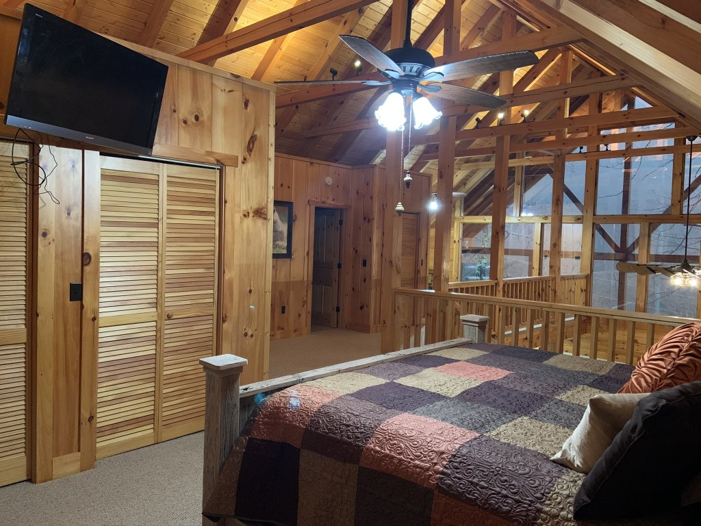 Photo of a Sevierville Cabin named Rocky Stream Lodge - This is the sixty-third photo in the set.