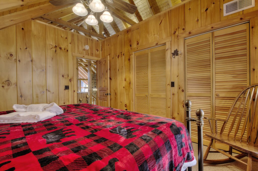 Photo of a Sevierville Cabin named Rocky Stream Lodge - This is the sixty-seventh photo in the set.