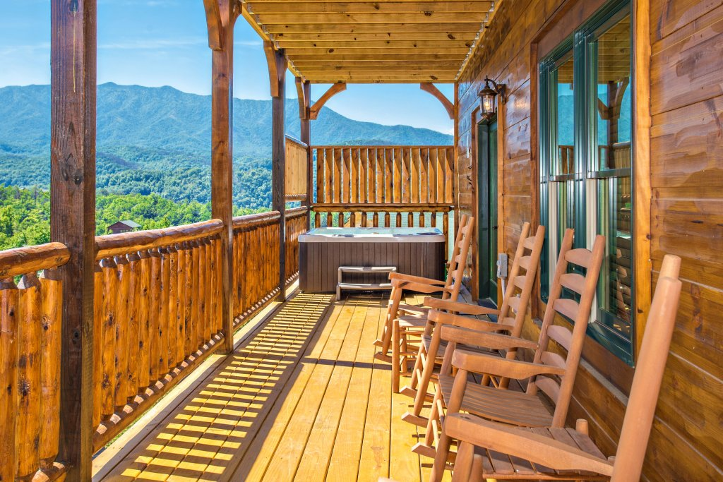Photo of a Gatlinburg Cabin named Living The Dream - This is the twentieth photo in the set.