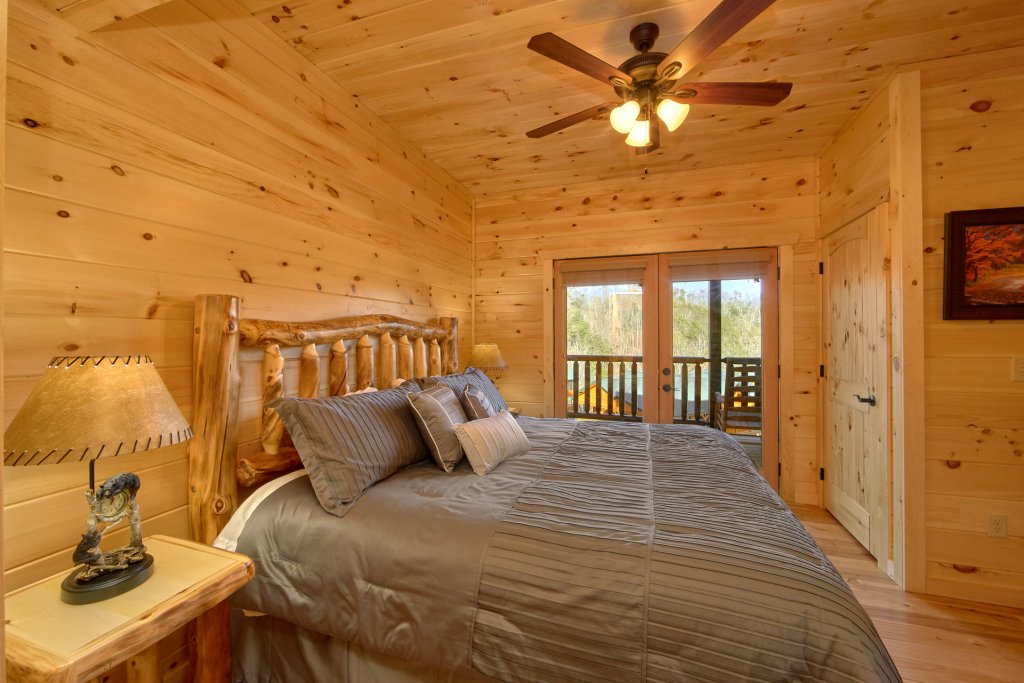 Photo of a Gatlinburg Cabin named Living The Dream - This is the nineteenth photo in the set.