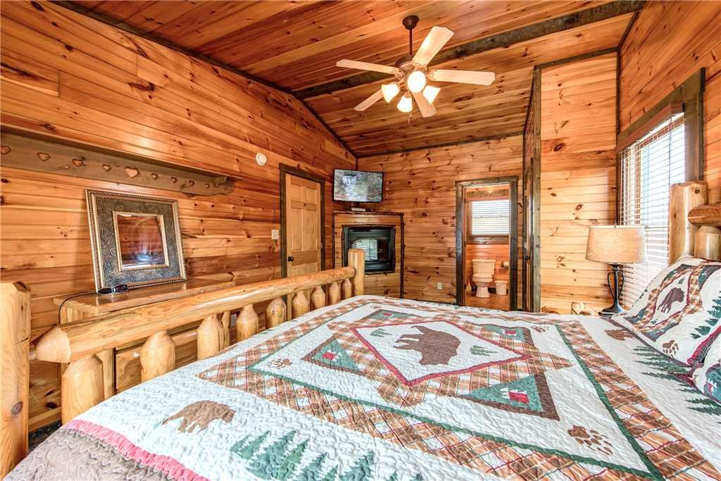 Photo of a Gatlinburg Cabin named Celebration Lodge - This is the fifteenth photo in the set.
