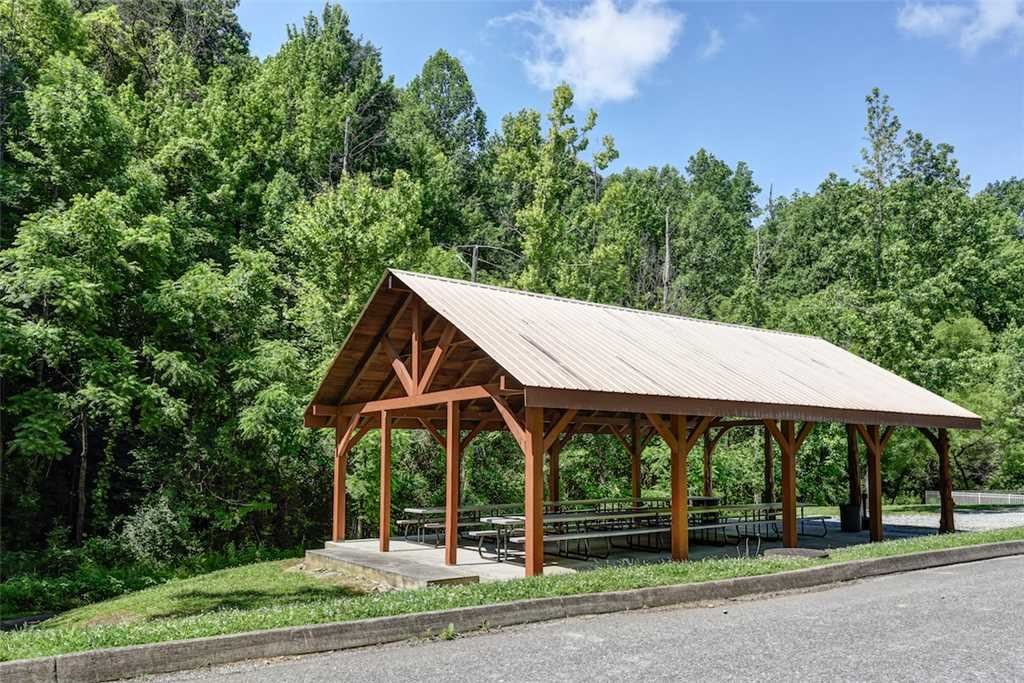 Photo of a Pigeon Forge Cabin named Woodland Escape - This is the thirty-second photo in the set.