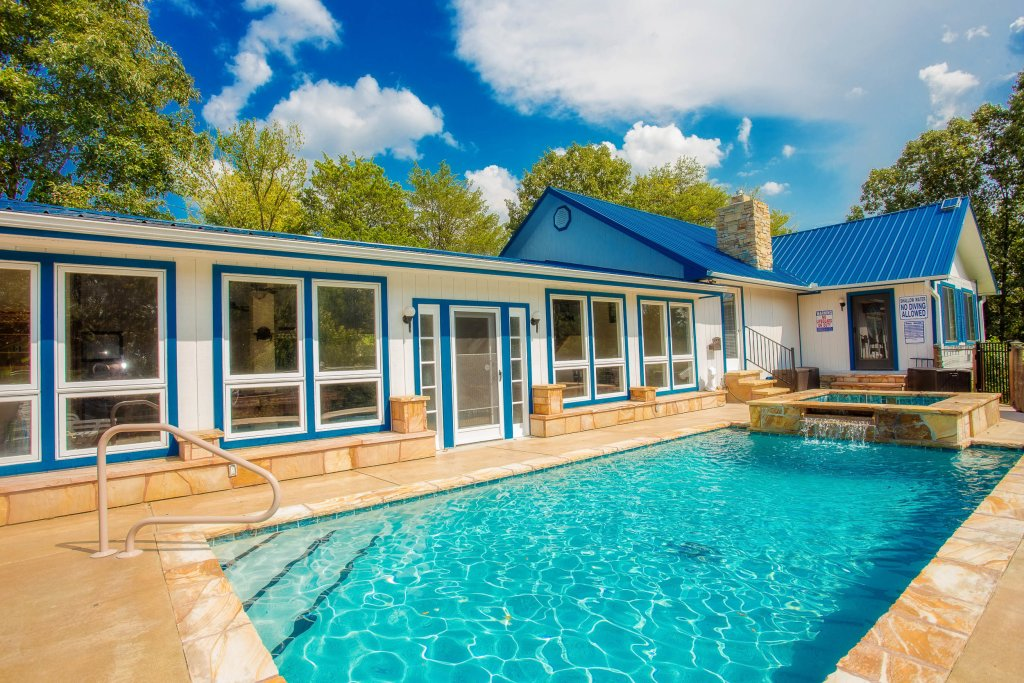 Photo of a Sevierville Cabin named Paradise Springs - This is the first photo in the set.