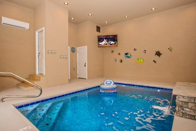 Free Tickets| Private Indoor Pool, Game Room, Hot Tub, Mountain Views!