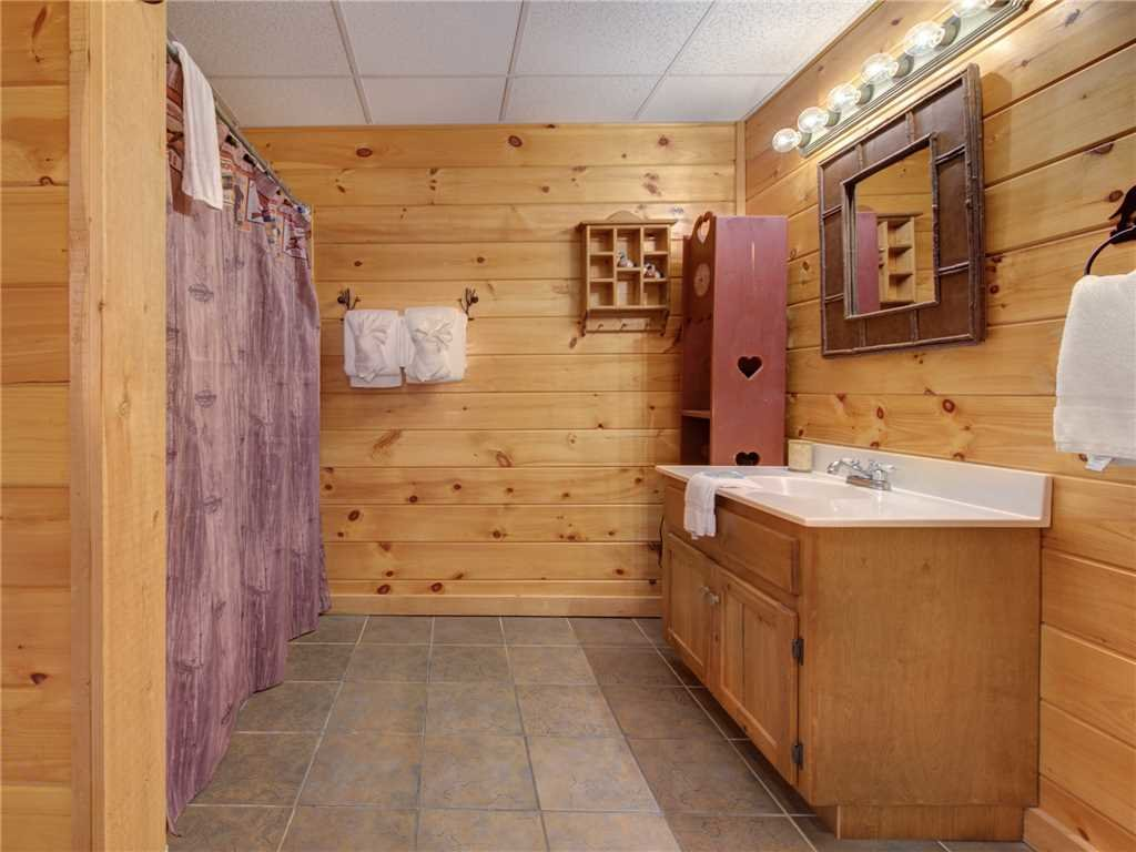 Photo of a Pigeon Forge Cabin named Wilderness Theater And Lodge - This is the twenty-first photo in the set.
