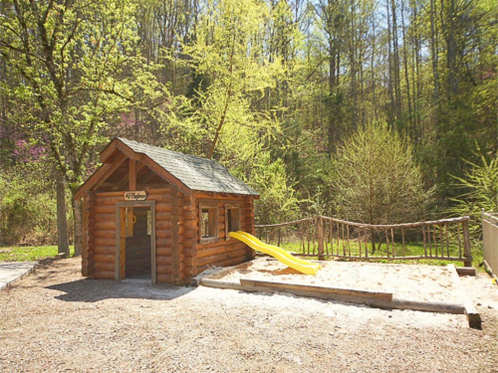 Photo of a Pigeon Forge Cabin named Wilderness Theater And Lodge - This is the twenty-eighth photo in the set.