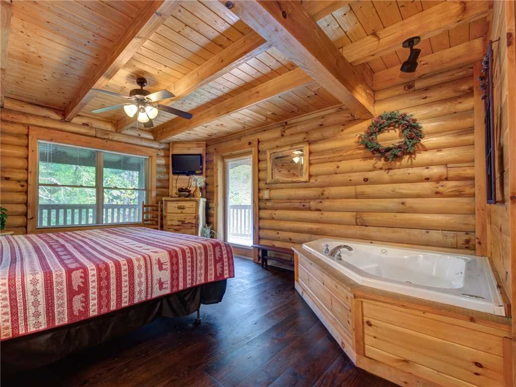 Photo of a Pigeon Forge Cabin named Wilderness Theater And Lodge - This is the thirteenth photo in the set.
