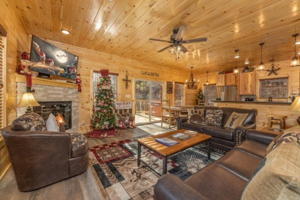 Photo of a Pigeon Forge Cabin named Wet Feet Retreat - This is the third photo in the set.