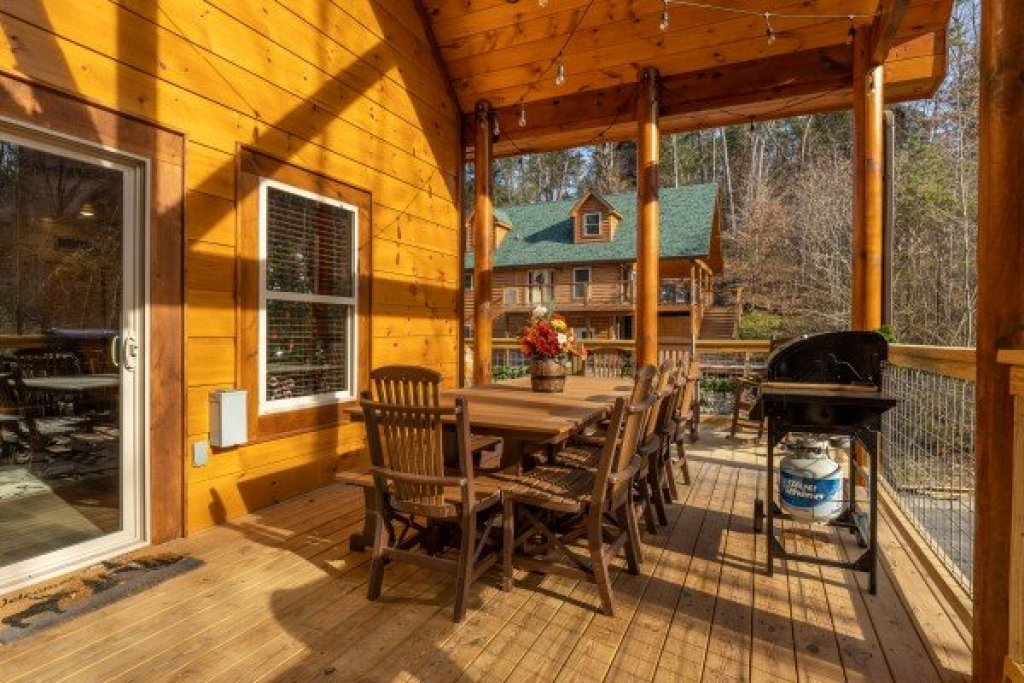 Photo of a Pigeon Forge Cabin named Wet Feet Retreat - This is the fifth photo in the set.