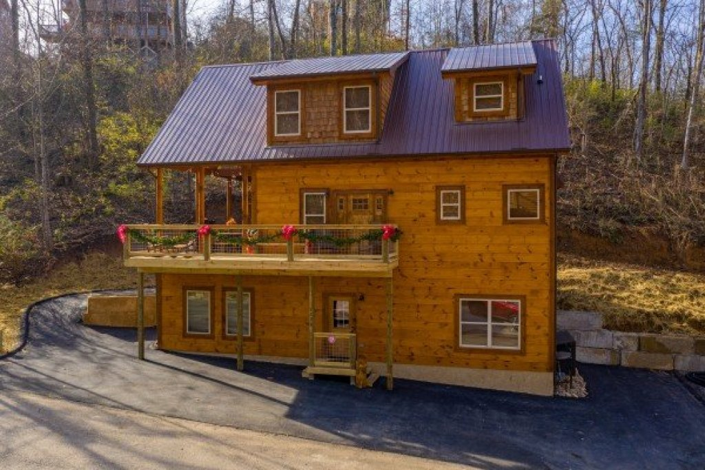 Photo of a Pigeon Forge Cabin named Wet Feet Retreat - This is the second photo in the set.
