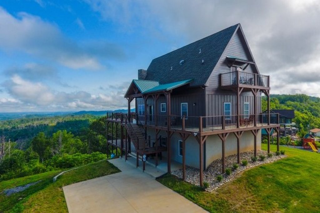 Photo of a Gatlinburg Cabin named The Best View Lodge - This is the third photo in the set.