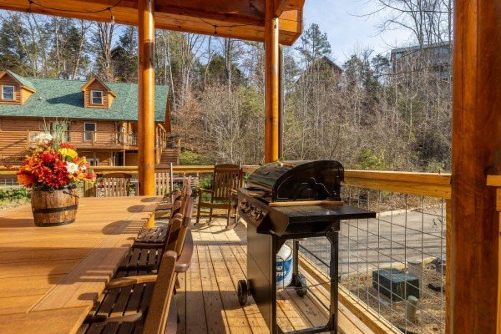Photo of a Pigeon Forge Cabin named Wet Feet Retreat - This is the eighth photo in the set.
