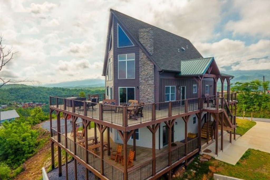 Photo of a Gatlinburg Cabin named The Best View Lodge - This is the second photo in the set.