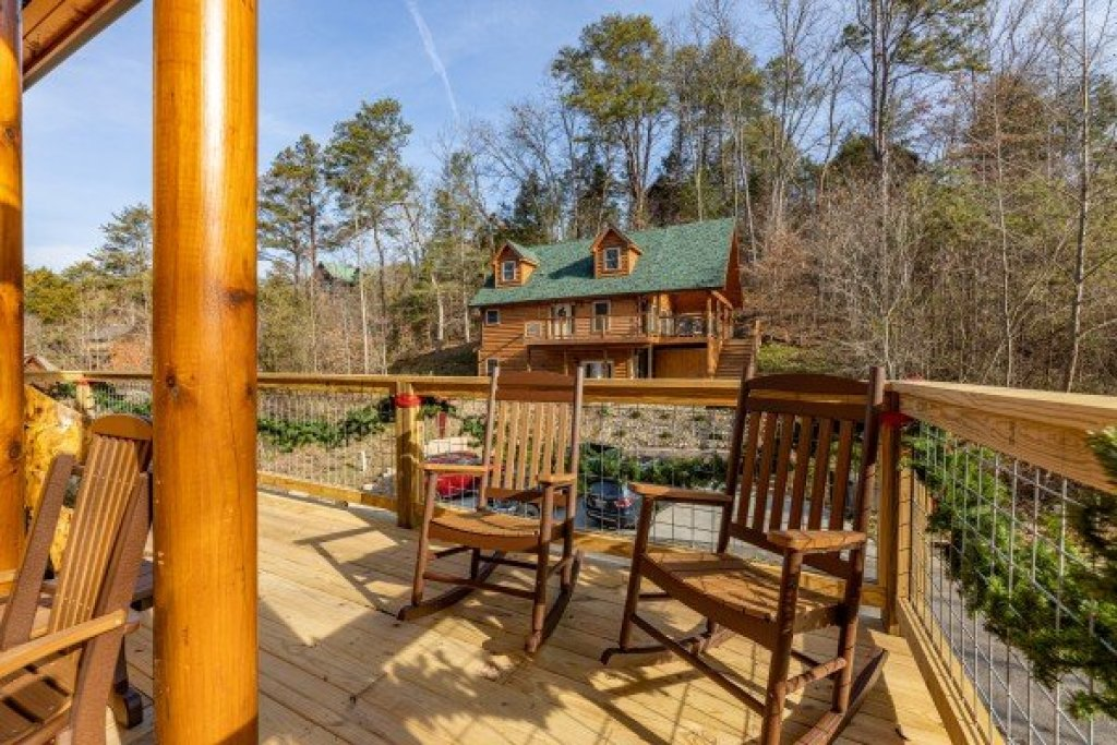 Photo of a Pigeon Forge Cabin named Wet Feet Retreat - This is the sixteenth photo in the set.