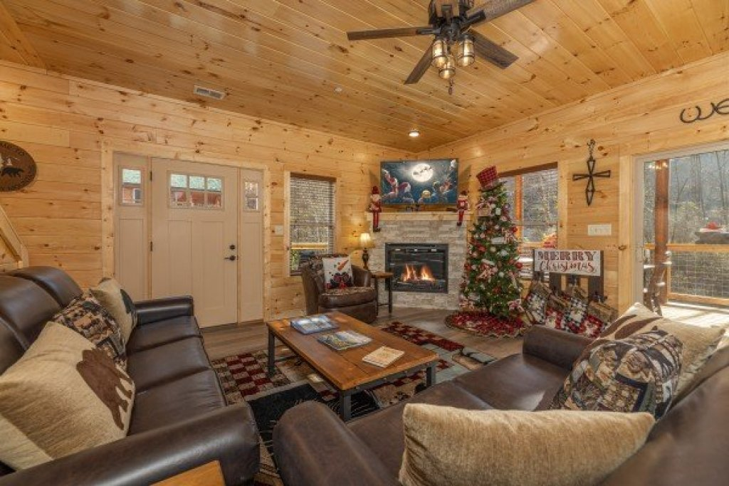 Photo of a Pigeon Forge Cabin named Wet Feet Retreat - This is the fourth photo in the set.