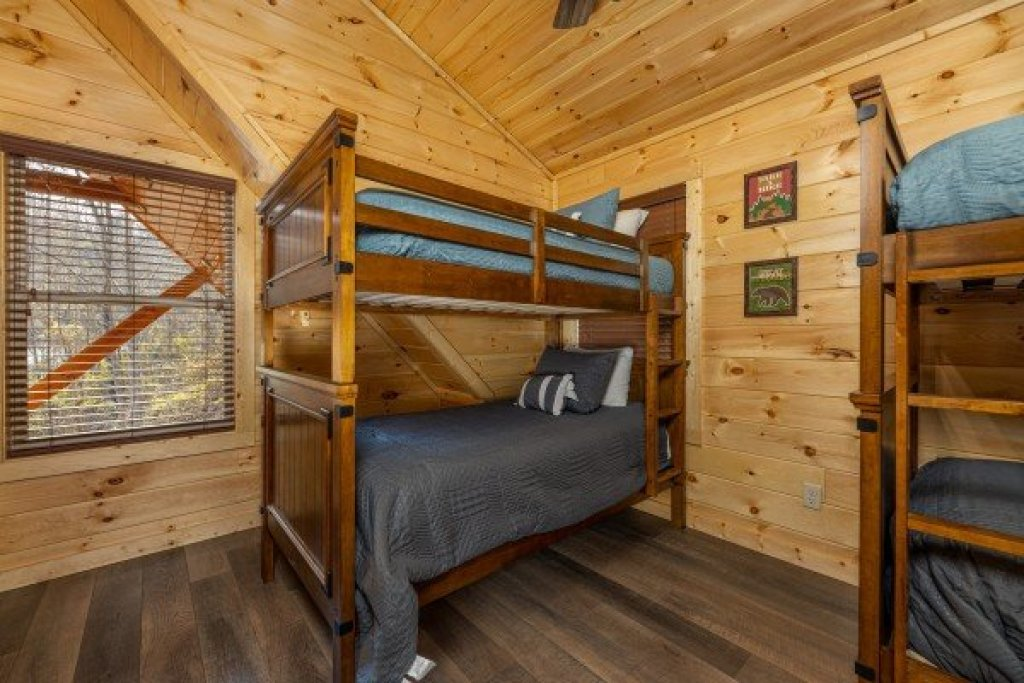 Photo of a Pigeon Forge Cabin named Wet Feet Retreat - This is the twentieth photo in the set.