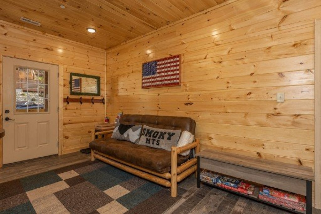 Photo of a Pigeon Forge Cabin named Wet Feet Retreat - This is the twenty-seventh photo in the set.