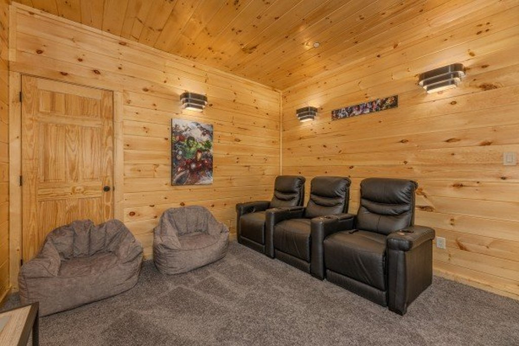 Photo of a Pigeon Forge Cabin named Wet Feet Retreat - This is the thirty-first photo in the set.