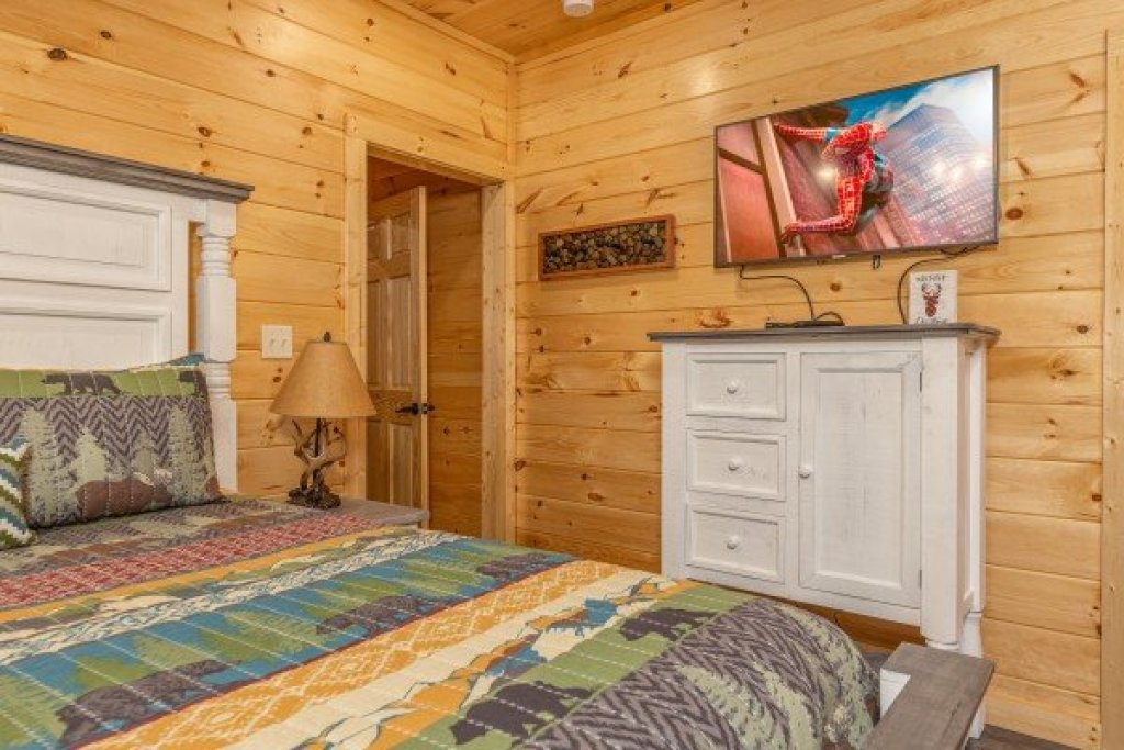 Photo of a Pigeon Forge Cabin named Wet Feet Retreat - This is the thirty-third photo in the set.