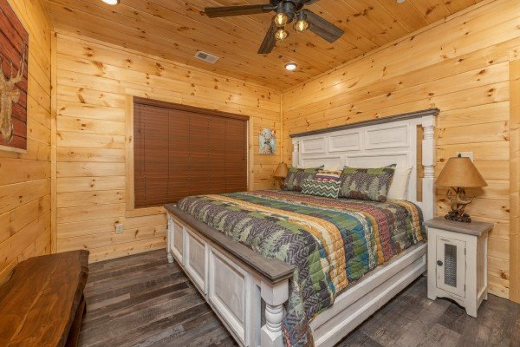 Photo of a Pigeon Forge Cabin named Wet Feet Retreat - This is the thirty-second photo in the set.