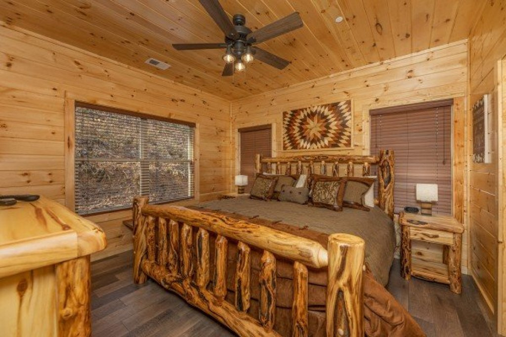 Photo of a Pigeon Forge Cabin named Wet Feet Retreat - This is the tenth photo in the set.