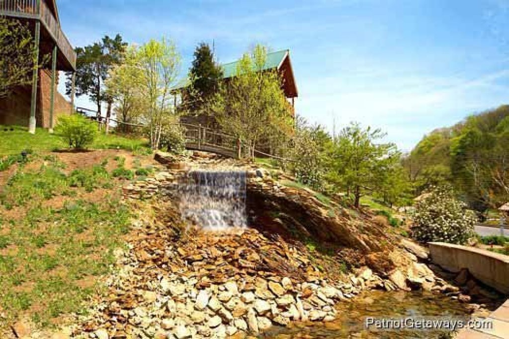 Photo of a Pigeon Forge Cabin named Wet Feet Retreat - This is the fortieth photo in the set.