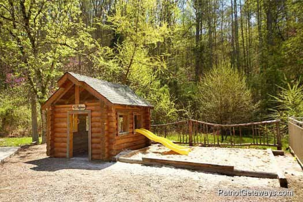 Photo of a Pigeon Forge Cabin named Wet Feet Retreat - This is the forty-third photo in the set.