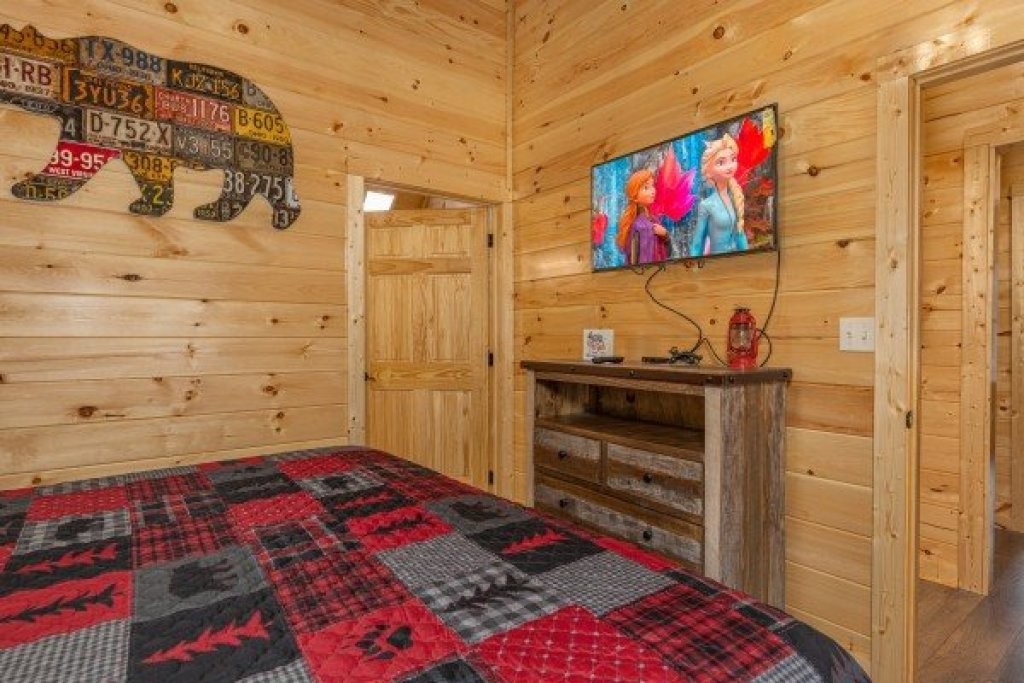 Photo of a Pigeon Forge Cabin named Wet Feet Retreat - This is the eighteenth photo in the set.