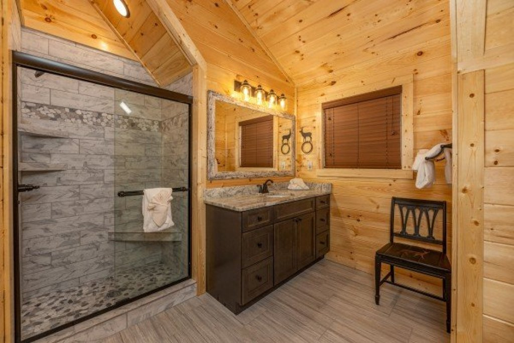 Photo of a Pigeon Forge Cabin named Wet Feet Retreat - This is the nineteenth photo in the set.