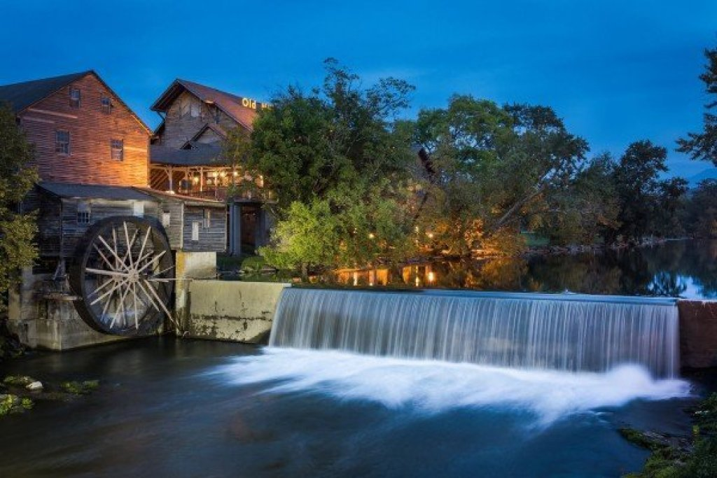 Photo of a Pigeon Forge Cabin named Wet Feet Retreat - This is the fiftieth photo in the set.