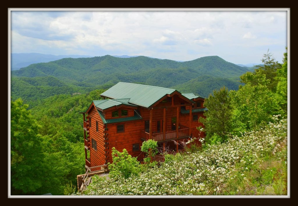 Photo of a Sevierville Cabin named Where Eagles Fly - This is the second photo in the set.
