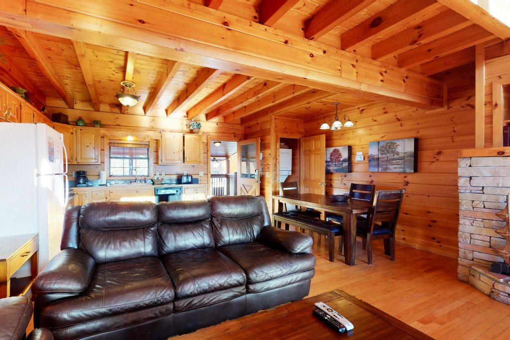 Photo of a Pigeon Forge Cabin named Grand View Lodge - This is the fourth photo in the set.